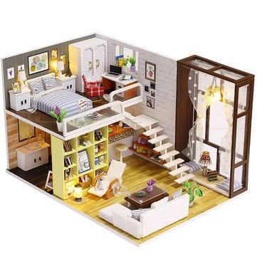 Casa delle bambole in legno della città contratta