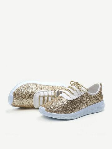 Flache, flache Sneakers mit Schnürung