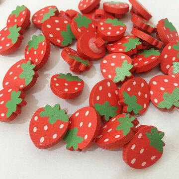 100Pcs Cartoon Buttons Strawberry Wooden Buttons