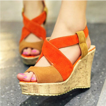 Sandálias Peep Toe Wedge